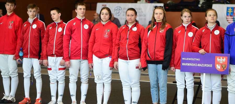Hajduczek Olsztyn. Pierwsza z prawej Klaudia Malgrem