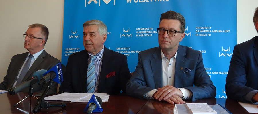 Od lewej profesorowie Mirosław Gornowicz, Ryszard Górecki i Jerzy Przyborowski