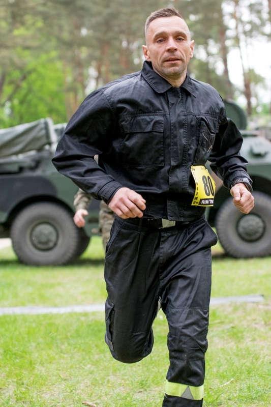 Nowomiejski strażak wśród uczestników ekstremalnego biegu