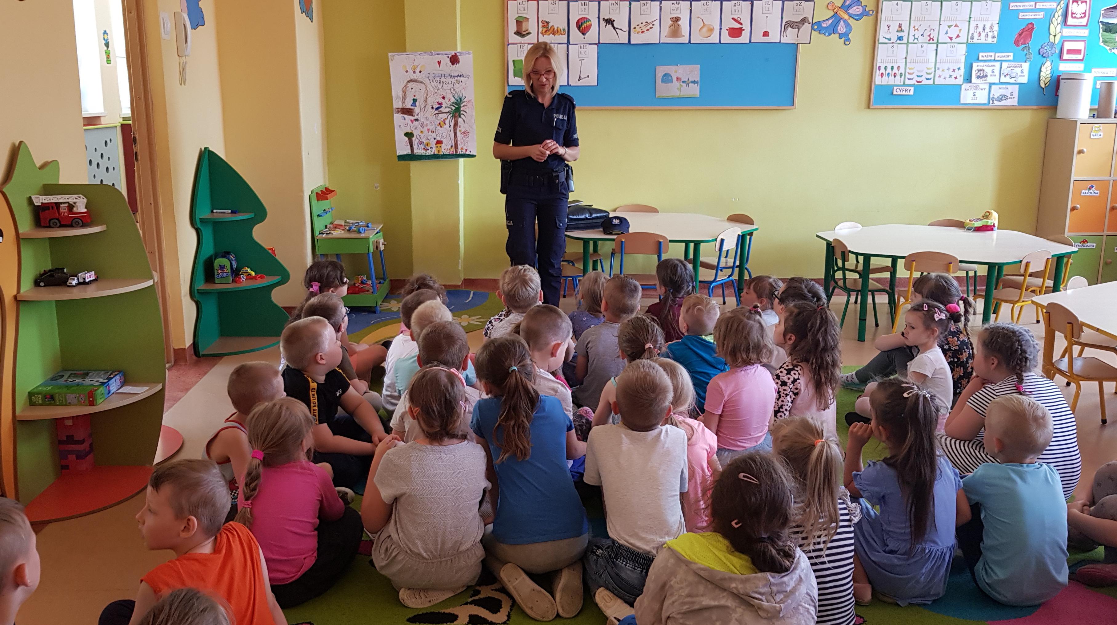 http://m.wm.pl/2019/06/orig/dzielnicowa-podczas-spotkania-z-dziec-mi-557119.jpg