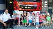 Maluchy ze żłobka z wizytą u nowomiejskich strażaków