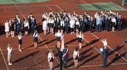 Ostatni absolwenci opuścili mury bartoszyckiego Gimnazjum nr 2. ZDJĘCIA, FILM