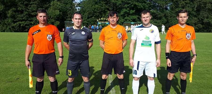 Niekorzystna passa klubu z Bieżunia trwa. Podopieczni Roberta Piotrowskiego zanotowali kolejną porażkę. W wyjazdowym spotkaniu ulegli Koronie Szydłowo.