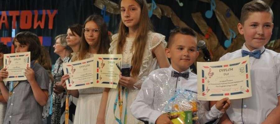 Najlepsi wokaliści otrzymali nagrody i dyplomy