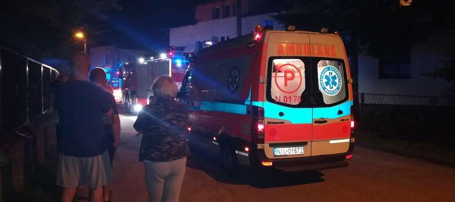 Ulica Kętrzyńska podczas nocnej akcji gaśniczo-ratunkowej