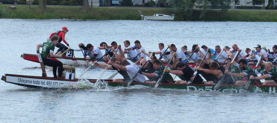 Jeden z wyścigów zeszłorocznych regat O Złote Wiosło Jezioraka