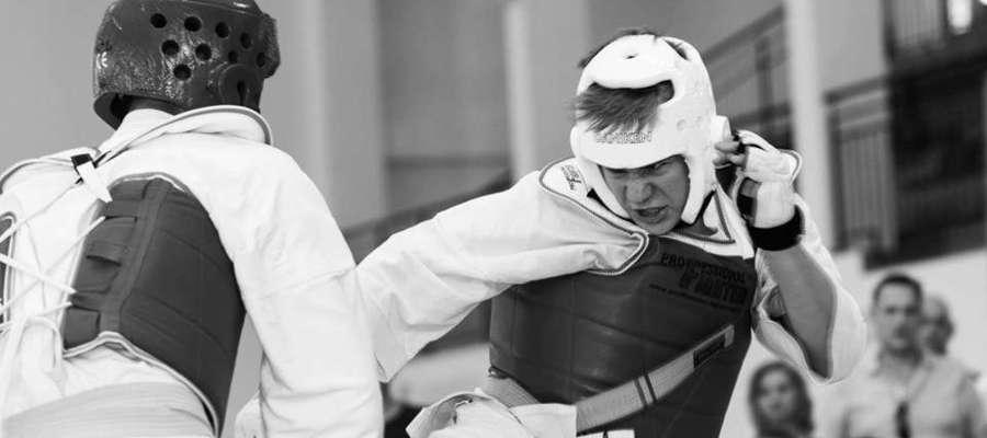 Walka podczas turnieju karate w Korszach
