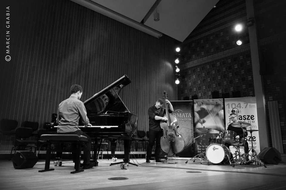 Trio Tubis  - full image