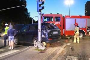 Po zderzeniu aut w Olsztynie kobieta trafiła do szpitala. Mogło skończyć się jeszcze gorzej [ZDJĘCIA]