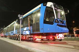 Niebieski tramwaj jest już w Olsztynie [ZDJĘCIA, VIDEO]