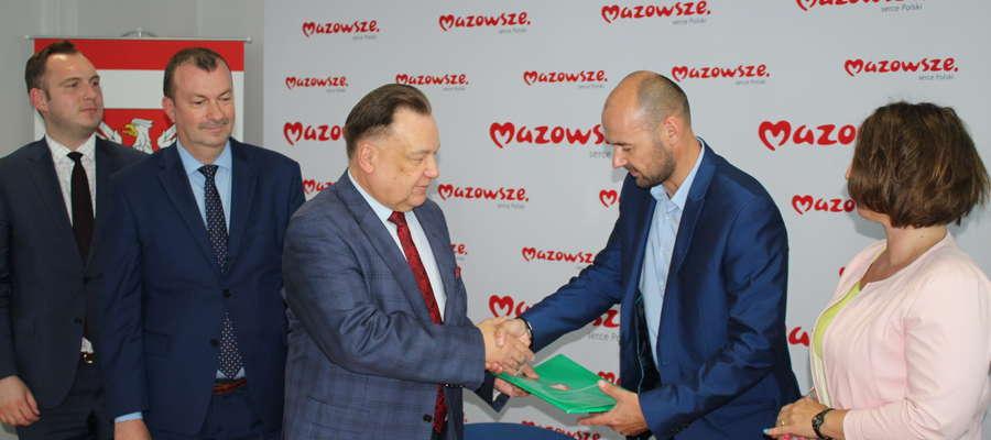 Umowę z marszałkiem Adamem Struzikiem podpisał wójt Jacek Kołodziejski.