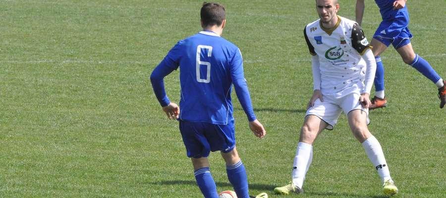 Szymon Masiak (z prawej) będzie grał w Mławiance