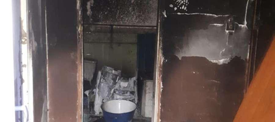 W pożarze ucierpiała łazienka i przedpokój