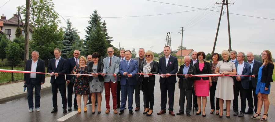 W oddaniu drogi Lubowidz-Osowka do użytku w sobotę, 13 lipca, wziął  udział marszałek, który wsparł inwestycję kwotą 3 mln zł