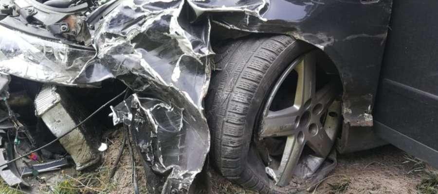 Kierowca audi zasnął za kierownicą i zderzył się ze skodą