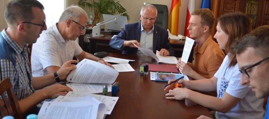 Moment podpisania umowy z wykonawcą prac