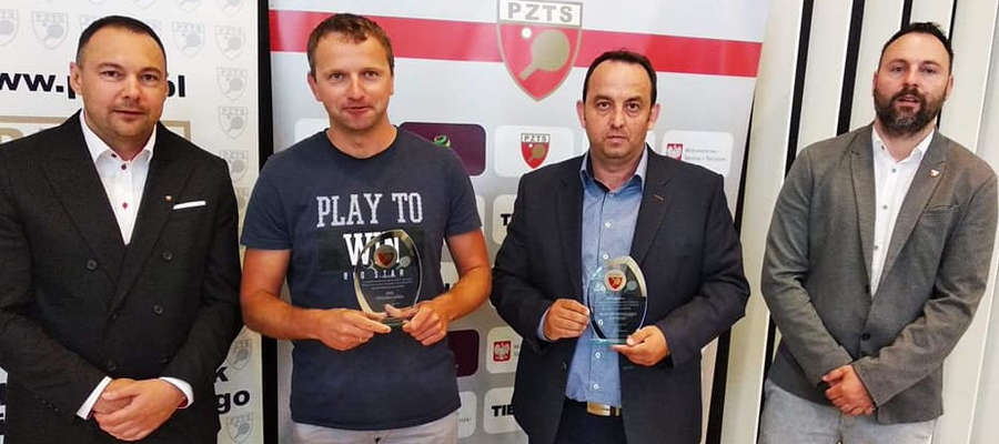 Krzysztof Jarmołowicz (drugi z prawej) odebrał nagrodę za 3. miejsce we współzawodnictwie dzieci i młodzieży