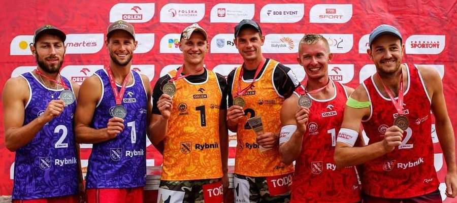 Marcin Ociepski i Michał Kądzioła (odpowiednio pierwszy i drugi z lewej) zdobyli srebrne medale w Rybniku