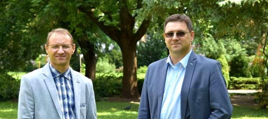 Sekretarz gminy Olecko Sławomir Hatalski (z prawej) i Przemysław Drozd