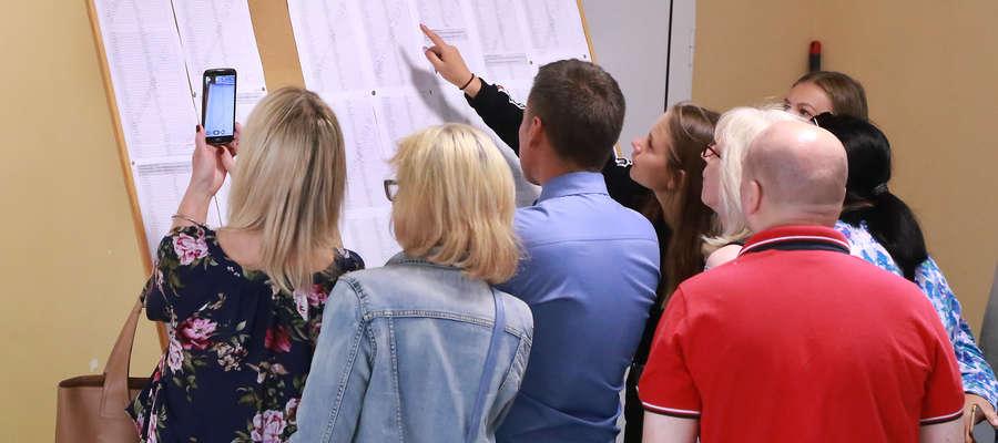 Sprawdzanie wyników w II LO w Olsztynie