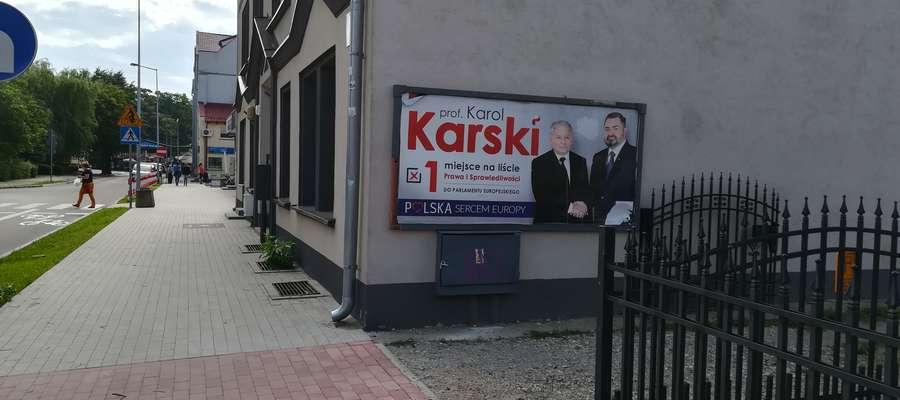 Prawie dwa miesiące po wyborach, a plakaty wiszą nadal. Ale w niektórych przypadkach mogą...