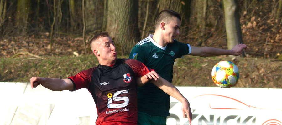 Michał Jankowski (na zdjęciu z prawej), który przebywał niedawno na testach w Concordii Elbląg, zostaje na przyszły sezon w GKS-ie Wikielec