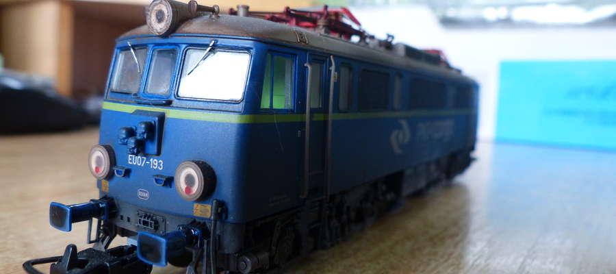 Model lokomotywy EU 07 - 193, jeden z wielu w kolekcji Damiana Sikorskiego z Iławy