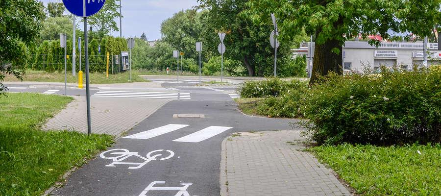 Rowerzyści powinni poruszać się po ścieżkach rowerowych i jezdni, w szczególnych przypadkach mogą wjechać na chodnik