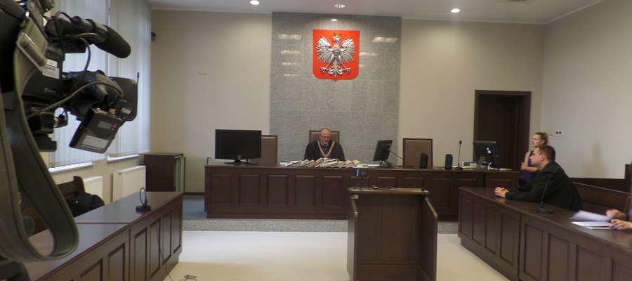Sąd skazał oskarżonych na kary pozbawienia wolności w zawieszeniu i grzywny. Na zdjęciu sędzia Krzysztof Bieńkowski.