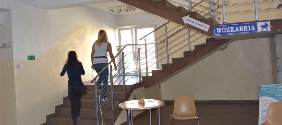 Winda w przychodni ma być zamontowana przy głównych schodach prowadzących na piętro