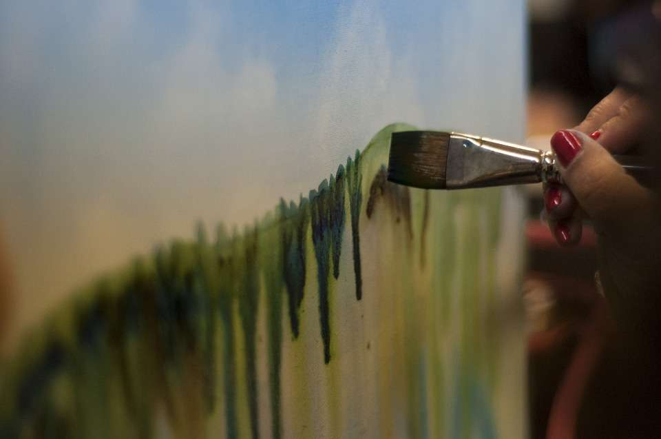 Wystawa malarstwa Pań z Klubu Sąsiedzi w Kamienicy Naujackiej - full image