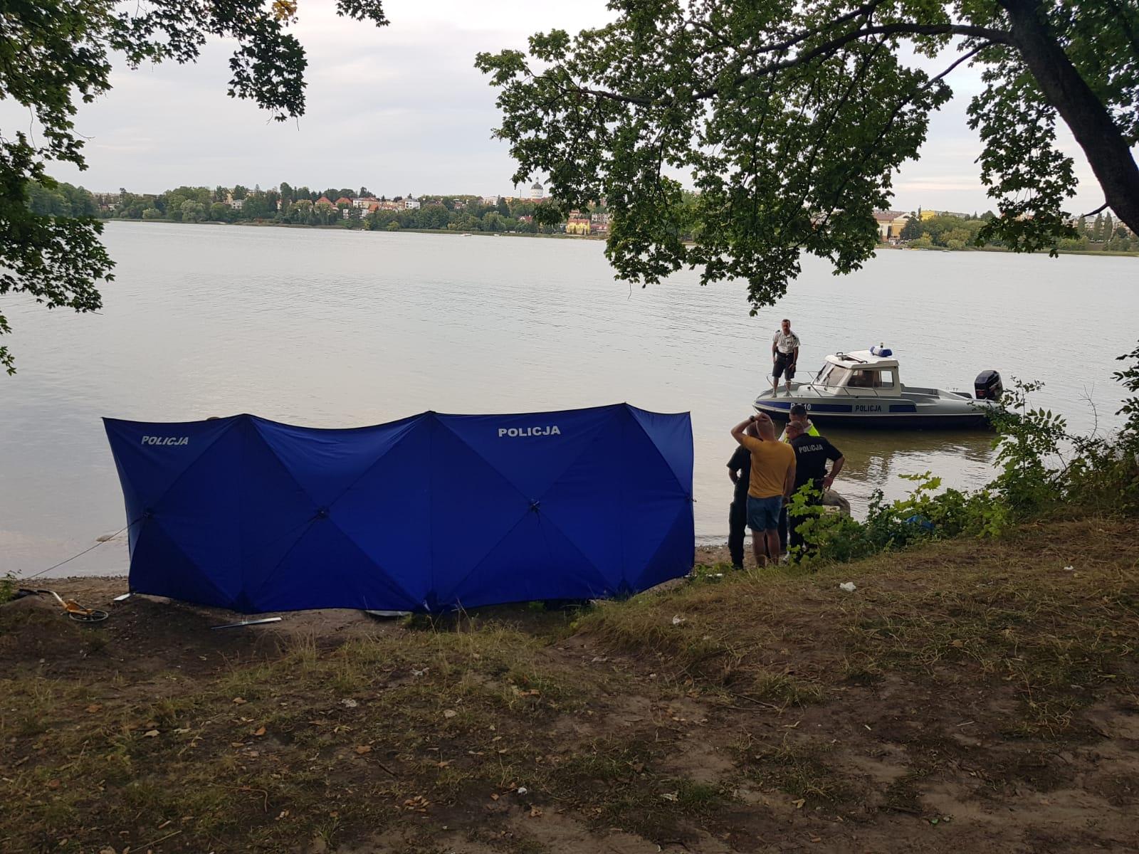 http://m.wm.pl/2019/08/orig/3-poszukiwania-na-jeziorze-elckim-571199.jpg