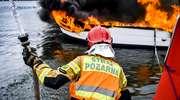 Pożar jachtu na jeziorze Mamry. Jedna osoba z poparzeniami [ZDJĘCIA]