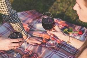Kieliszek wina do obiadu i zgoda na dotyk? O czym warto wiedzieć będąc rodzicem