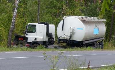Groźny wypadek na trasie Pisz-Orzysz. Cysterna zderzyła się z osobówką [AKTUALIZACJA]