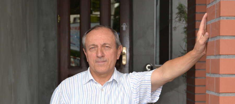 Eugeniusz Dembek życie samorządowca rozpoczął w 2002 roku, kiedy pierwszy raz został wybrany na radnego miejskiego w Iławie