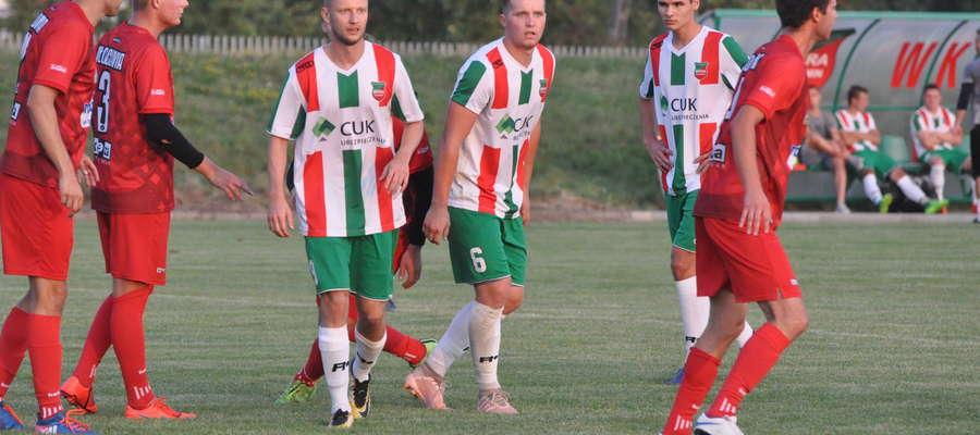 Kamil Skolmowski (z prawej) w barwach Wkry Żuromin