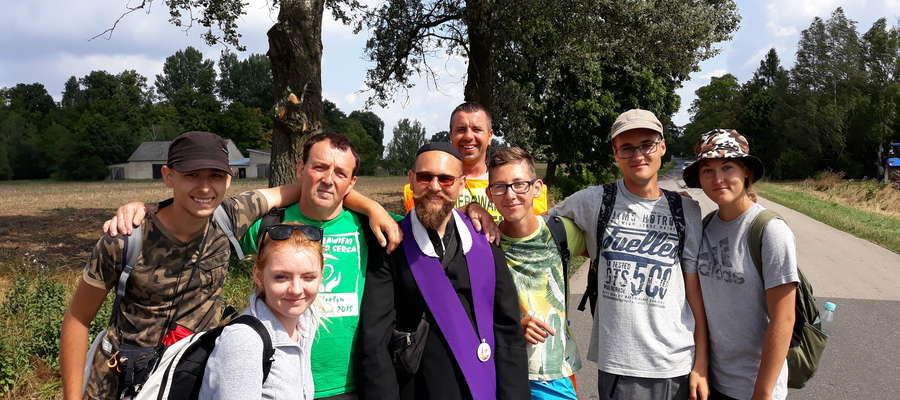Pielgrzymi z grupy Barcja Kętrzyn. Drugi od lewej Andrzej Bamburek
