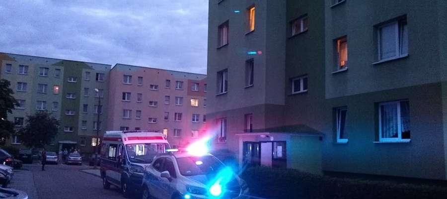 Interweniujący funkcjonariusze udaremnili mężczyźnie popełnienie samobójstwa.
