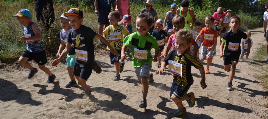 Podczas Leśnego Crossu 2019 biegały też maluchy, ich rywalizacja rozgrzewała do czerwoności całe rodziny