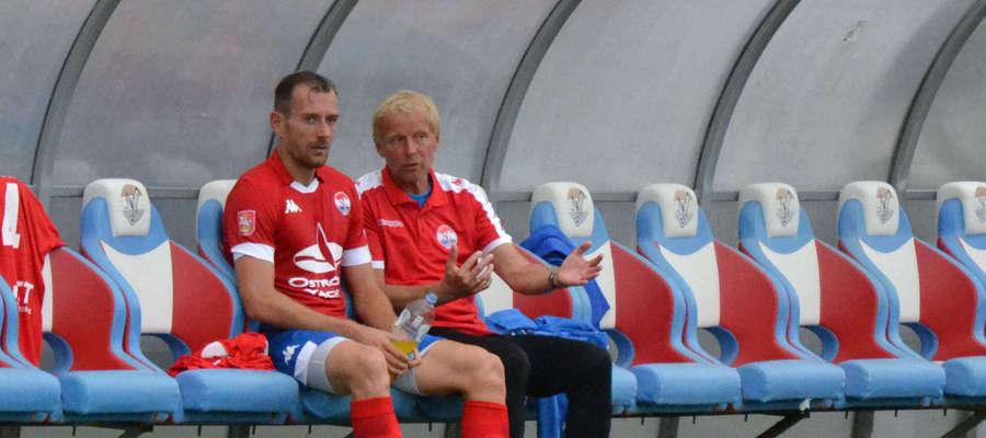 Piotr Kołc, grający trener Sokoła (z lewej), i Jarosław Kotas, dyrektor sportowy ostródzkiego klubu