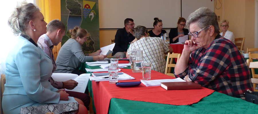 Radni o projektach uchwał dyskutowali na komisjach