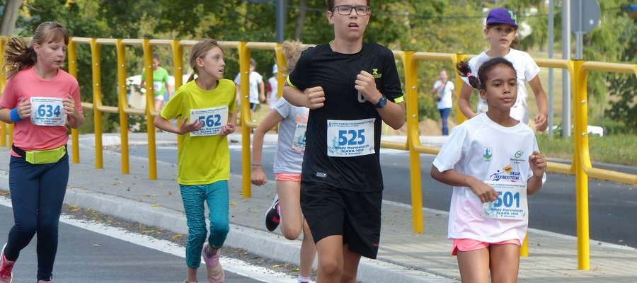 Na zdjęciu Iławski Półmaraton 2018 — na trasie Młodego Maratończyka