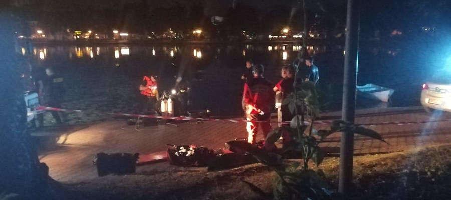 Strażacy wydobyli ciało mężczyzny z Jeziora Drwęckiego