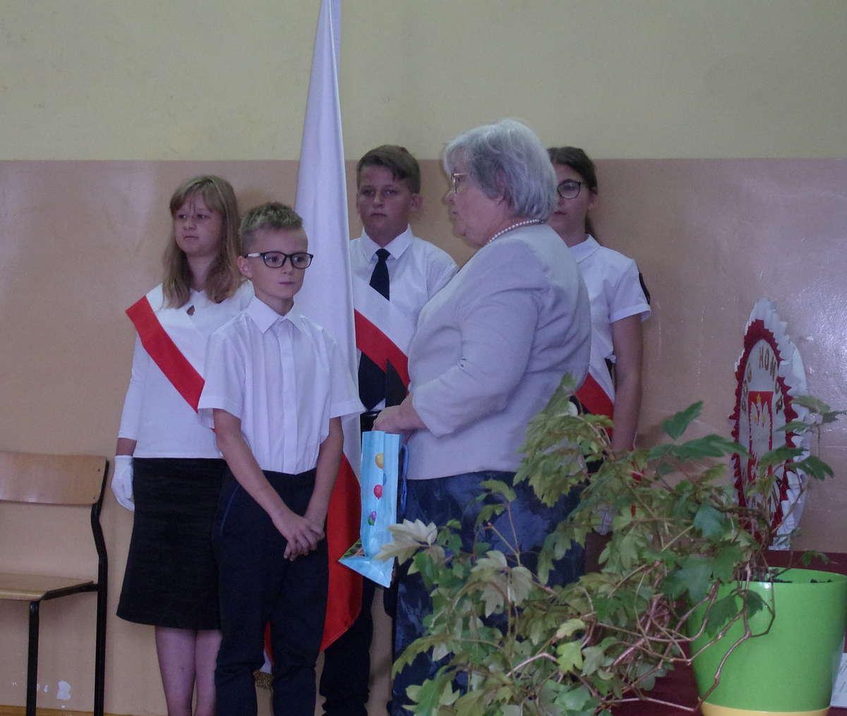 Dyrektorka szkoły w Ostrowitem powitała uczniów, ich rodziców, nauczycieli i gości