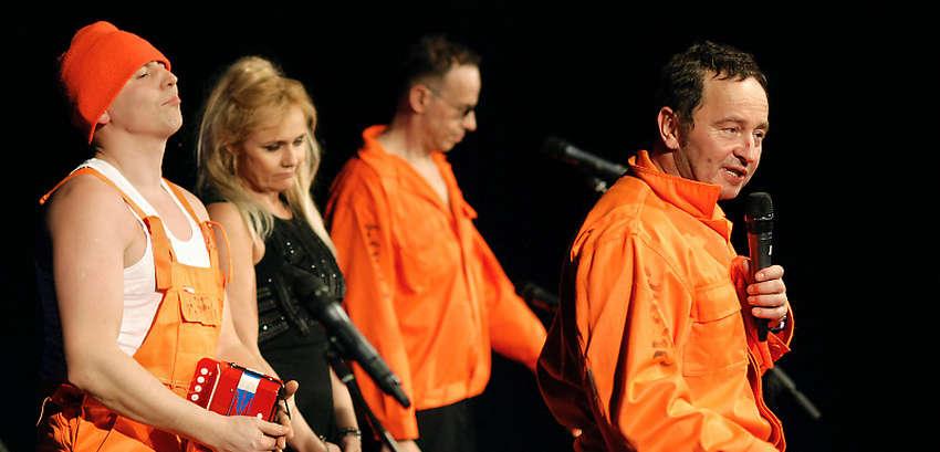 Kabaret Pod Wyrwigroszem - Tra Ta Ta Ta   12.10 w Piszu - full image