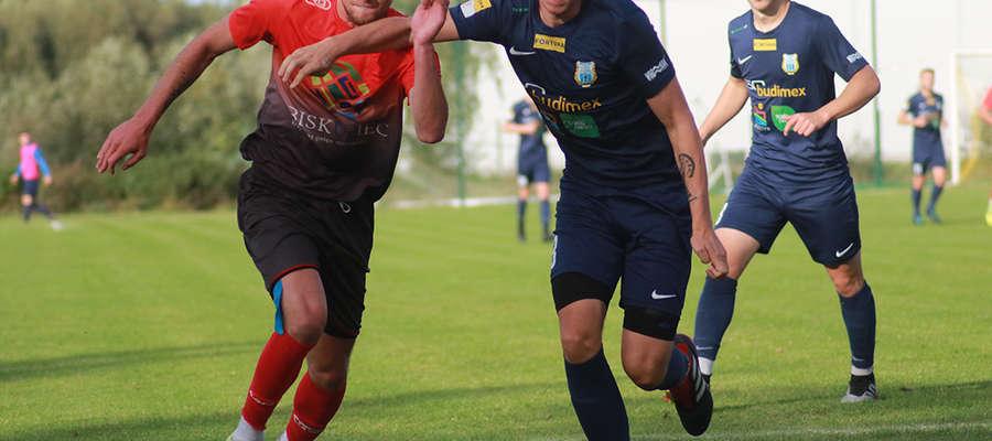 Rezerwy Stomilu gładko wygrały w Biskupcu i awansowały na drugą pozycję w tabeli