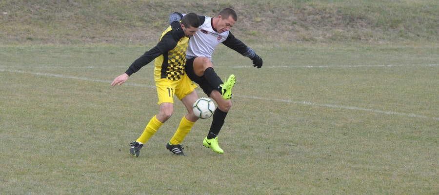 Krzysztof Deka w walce o piłkę