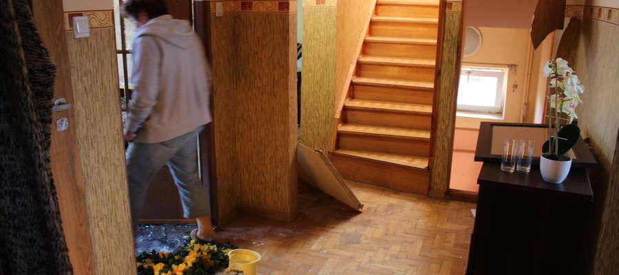 Siła wybuchu wyrządziła straty, ale nie naruszyła konstrukcji domu.