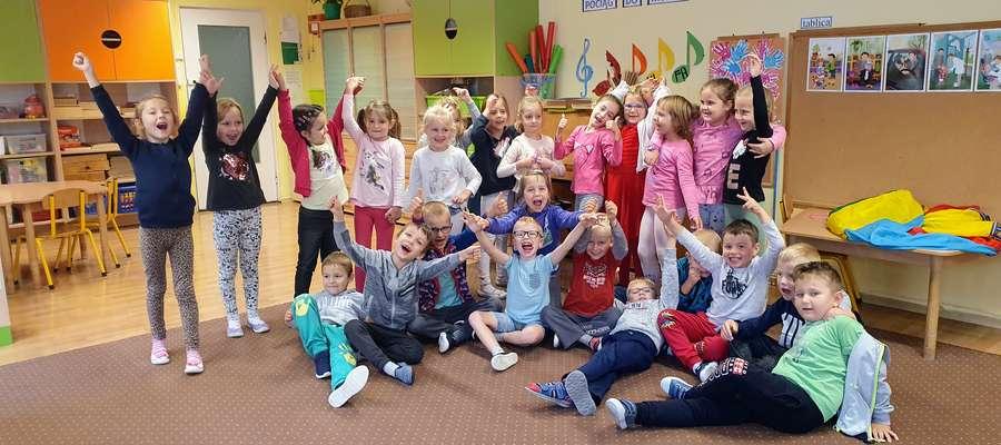 Przedszkolaki dobrze wiedzą, co należy zrobić z okazji Ogólnopolskiego Dnia Przedszkolaka.